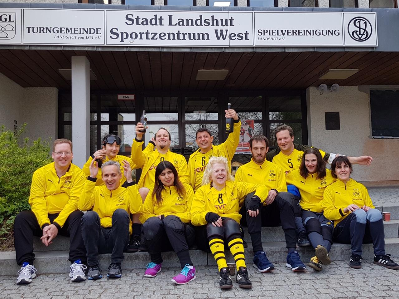 Mannschaftsfoto der BVB-Damen und -Herren Landshut