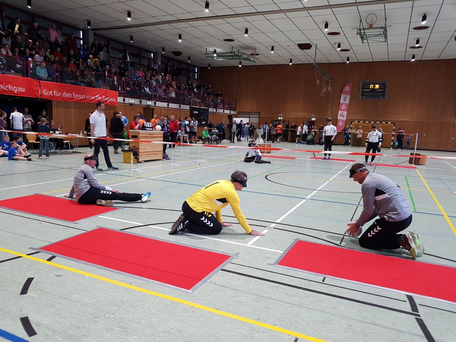 Handball-All-Stars im Angriff gegen die Nationalmannschaft
