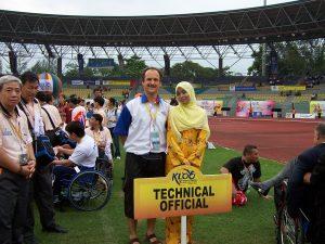 Alexander Knecht im Stadion mit anderen Offiziellen (Kuala Lumpur 2006)